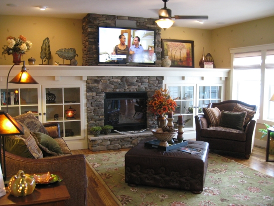 Tv fireplace sconces builtins fire place entertainment for Craftsman style living room ideas