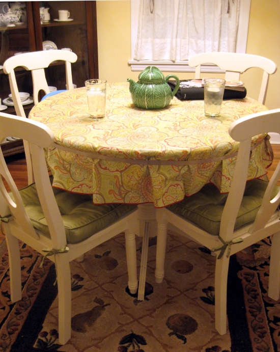 Quick Tip Keep A Table Cloth In Place Jen Spends Less