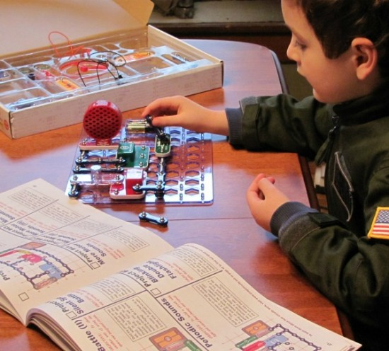 Playing with Snap Circuits Jr. Kit