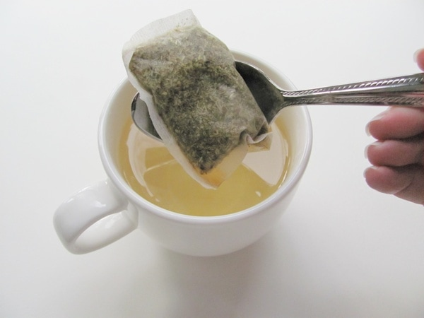 How to remove a stringless tea bag from water